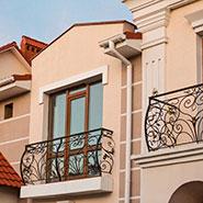 Kottedzhnyj-gorodok-«Aleksandrijskij»-balkonnyj-blok-1
